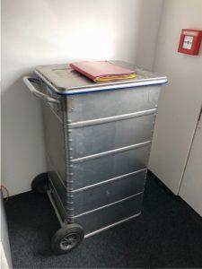 Verschlossener Aktencontainer